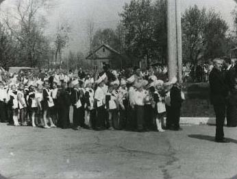 Линейка - открытие школы в Зубчаниновке.