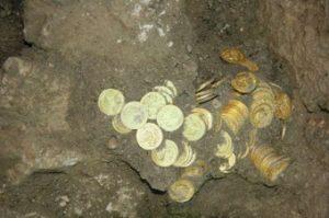 Иллюстрация - монеты в земле.