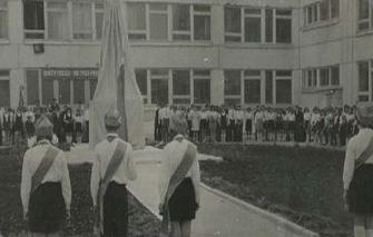 Открытие памятника в 34 школы в Зубчаниновке. 1975 год.