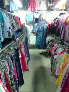 Ассортимент магазина одежды и обуви в ТЦ Ромашка, Зубчаниновка.